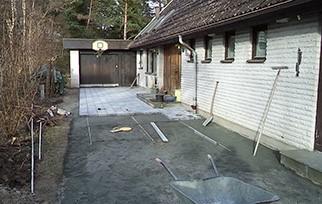 Infart plattläggning, borttagning av gamla plattor.